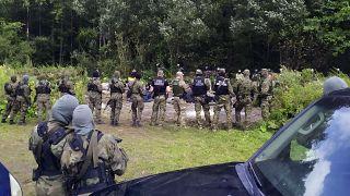 Polonya sınır polislerine destek olması için çok sayıda askeri bölgeye sevketti