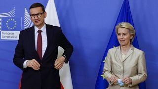 Ursula von der Leyen, az Európai Bizottság elnöke fogadja Mateusz Morawiecki lengyel miniszterelnököt Brüsszelben július 13-án