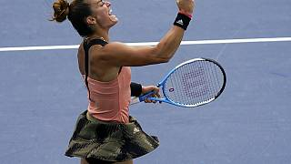 Η Μαρία Σάκκαρη πανηγυρίζει την πρόκριση στον δεύτερο γύρο του US Open