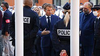 Emmanuel Macron est allé à la rencontre des policiers à Marseille