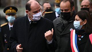 Arthur Dénouveaux, au centre, entouré de la maire de Paris et du Premier ministre français