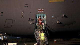نیروهای بریتانیایی در زمان خروج از کابل