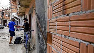 Ein Kurierfahrer von Favela Xpress in  einer Favela in Sao Paulo