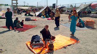 پناهجویان افغان در انتظار عبور از گذرگاه مرزی چمن پاکستان