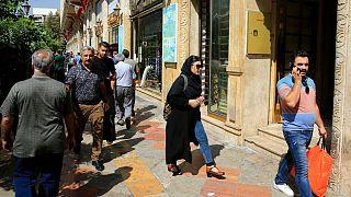 راسته مغازههای صرافی در خیابان فردوسی تهران