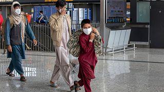 خروج شهروندان افغانستان از کشورشان