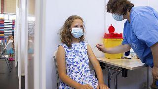 نقابة أوروبية تدعو إلى عدم فرض التطعيم ضد كورونا على المعلمين