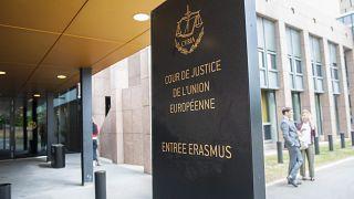 Az Európai Unió Bíróságának, a Curiának a bejárata Luxembourgban