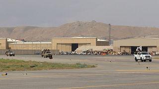 خودروهای طالبان در فرودگاه بینالمللی حامد کرزی کابل