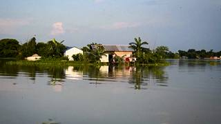 شاهد: الفيضانات في ولاية آسام الهندية  تجبر القرويين على الفرار