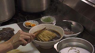مائدة للأكل الياباني