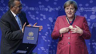 Kanzlerin Angela Merkel bei der WHO-Ehrung in Berlin an der Charité