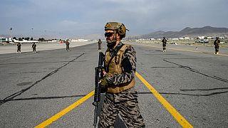 Taliban üyesi Kabil Havalimanı'nda