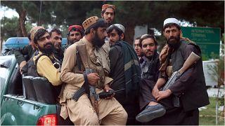 عناصر من حركة طالبان في أحد شوارع العاصمة الأفغانية كابول