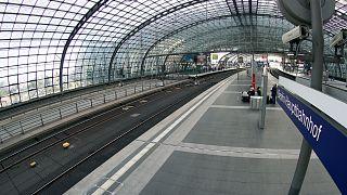 المحطة الرئيسية في برلين شبه خالية بسبب إضراب عمال القطاع في ألمانيا، الخميس 2 سبتمبر 2021.