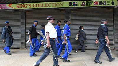 Kenya : six policiers arrêtés après la mort en garde à vue de deux frères