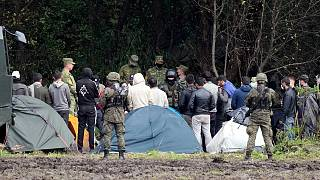 قوات الأمن البولندية تحاصر مهاجرين عالقين على الحدود مع بيلاروس، الأربعاء 1 سبتمبر 2021