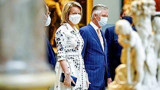 A belga királyi pár, Fülöp és Matild a Királyi Szépművészeti Múzeum kiállítását nézik Brüsszelben