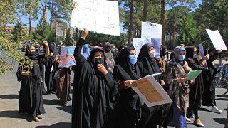 Afghanistan : les femmes réclament d'être représentées dans le futur gouvernement des talibans