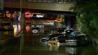 شوارع نيويورك غرقت في مياه الإعصار