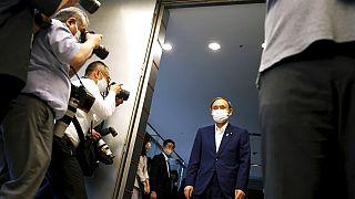 Japon: impopulaire, le premier ministre Yoshihide Suga jette l'éponge
