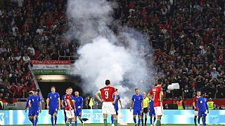Füstbombát dobtak a játékokosok közé a drukkerek a szeptember másodikán, Budapesten tartott meccsen