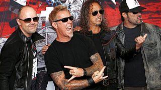 Soldan sağa Metallica grubunun üyeleri Lars Ulrich, James Hetfield, Kirk Hammett ve Robert Trujillo. Meksika turundan bir kare (2019).