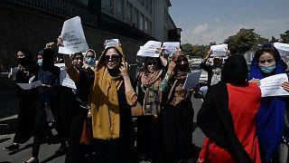 نساء في العاصمة الأفغانية يتظاهرن للمطالبة بحقوقهن في ظل سيطرة طالبان