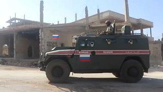 Forças russas patrulham cidade berço da revolta síria