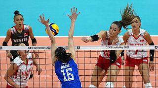 Türkiye A Milli Kadın Voleybol Takımı, 2021 Avrupa Şampiyonası'nda yarı finalde kaybetti.