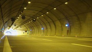 Aeroplane flies through tunnel at 245 km/h.