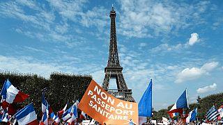 شاهد: 140 ألف شخص يتظاهرون ضد التصريح الصحي في فرنسا