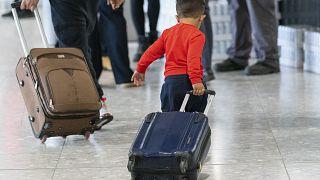 Illustration - Un jeune réfugié afghan à l'aéroport londonien d'Heathrow le 26 août 2021