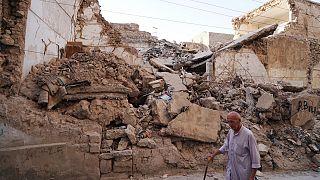 Musul'da çatışmalarda yıkılmış bir bina