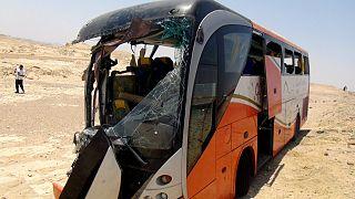 صورة أرشيفية تعود لعام 2012 لحافلة محطمة بعد حادث مميت بالقرب من الغردقة