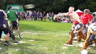 شاهد: منافسات بطولة فطيرة الكاسترد في المملكة المتحدة