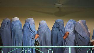 طالبان تسمح للإناث بارتياد الجامعات.. الشرط؟ عباءة ونقاب وصفوف منفصلة