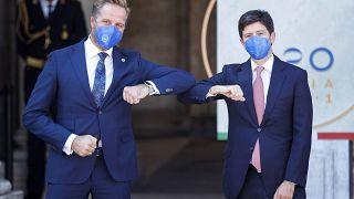 Министры здравоохранения Нидерландов и Италии на встрече G20 в Риме 5 сентября 2021