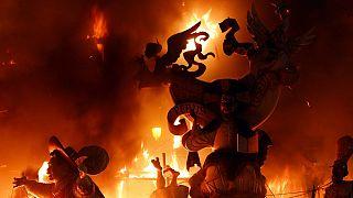 Φεστιβάλ λας Φάλας: Η νοσοκόμα «στις φλόγες»