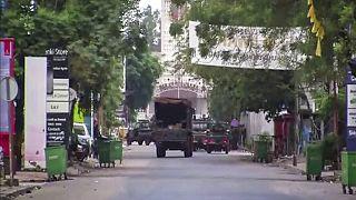 Στρατιωτικό όχημα έξω από το προεδρικό μέγαρο στο Κονακρί της Γουινέας