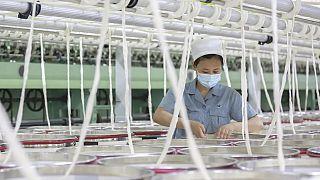 Çinli bir fakrika çalışanı (arşiv)
