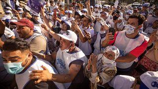 أنصار حزب الأصالة المعاصرة يهتفون لمرشحهم خلال تجمع انتخابي في الرباط، المغرب.