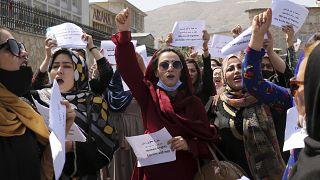 Des femmes manifestent pour défendre leurs droits sous le régime Taliban à Kaboul, le 3 septembre 2021