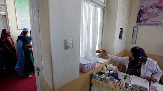 Afganistan'ın başkenti Kabil'de bir klinik (arşiv)