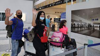 عائلة تغادر لبنان