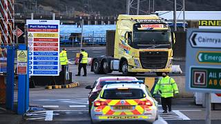 بريطانيا ترجئ موعد بدء تطبيق الإجراءات الرقابية على البضائع المتّجهة إلى إيرلندا الشمالية