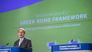 EU Commissioner Johannes Hahn said EU green bonds could total €250 billion by 2026.