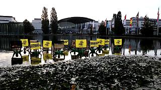 La protesta degli attivisti di Greenpeace