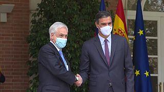 El presidente del Gobierno español, Pedro Sánchez, recibe al presidente de Chile, Sebastián Piñera, en el Palacio de la Moncloa