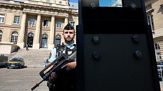 Segurança reforçada junto ao tribunal de Paris